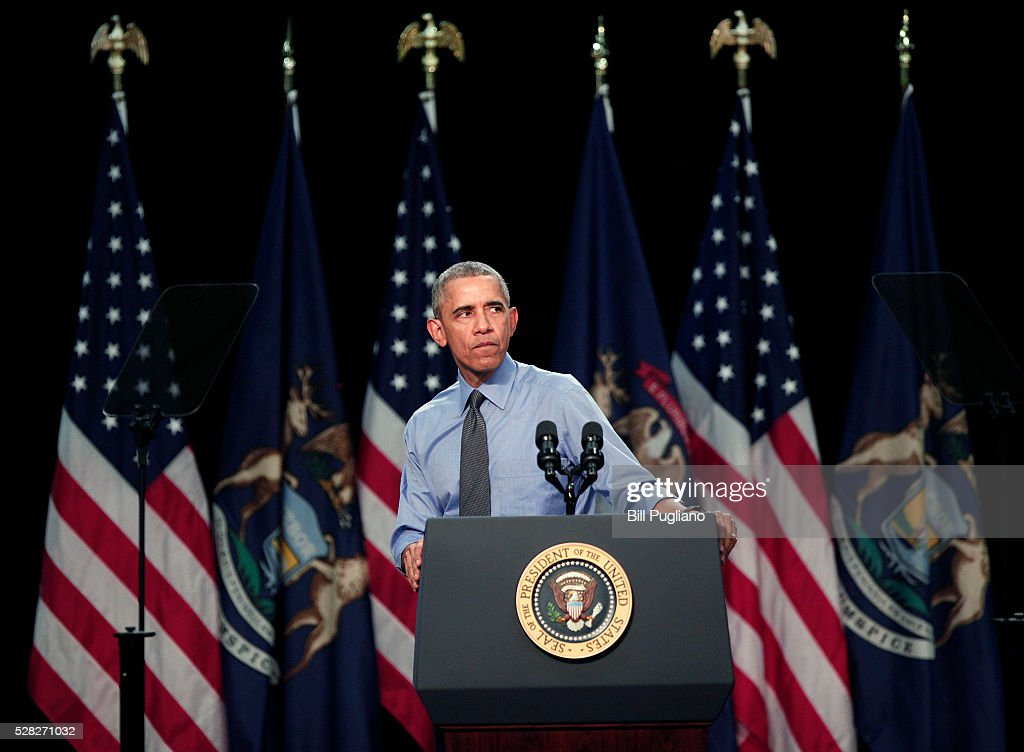 President <a gi-track='captionPersonalityLinkClicked' href=/galleries/search?phrase=Barack+Obama&family=editorial&specificpeople=203260 ng-click='$event.stopPropagation()'>Barack Obama</a> speaks at Northwest High School about the Flint water contamination crisis May 4, 2016 in Flint, Michigan. While in Flint, the President heard first-hand from residents about the water crisis, and received an in-person briefing on the federal efforts that are in place to help respond to the needs of the city's residents.