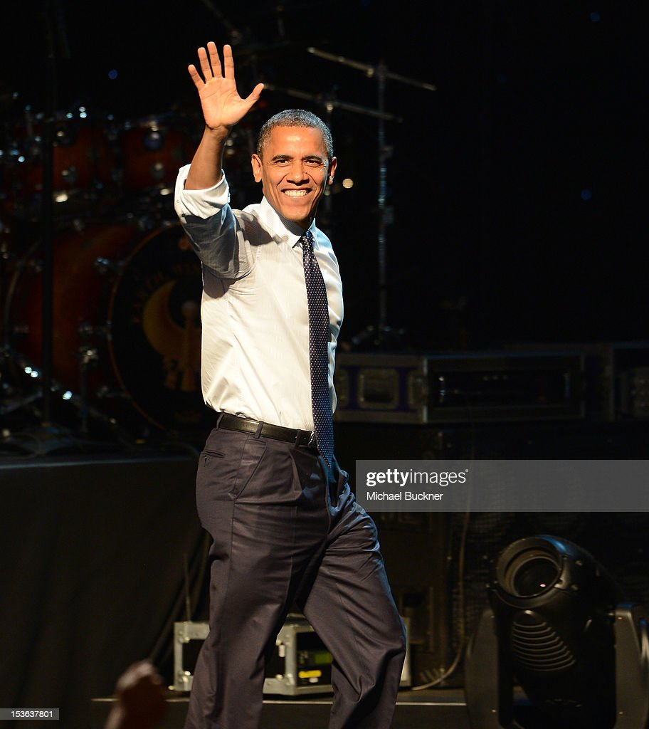 President <a gi-track='captionPersonalityLinkClicked' href=/galleries/search?phrase=Barack+Obama&family=editorial&specificpeople=203260 ng-click='$event.stopPropagation()'>Barack Obama</a> speaks at the '30 Days to Victory Concert' at Nokia Theatre L.A. Live on October 7, 2012 in Los Angeles, California.