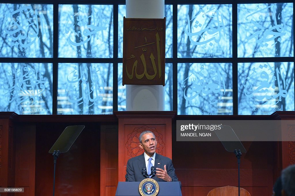 US President Barack Obama speaks at the Islamic Society of Baltimore in Windsor Mill Maryland on February 3 2016 / AFP / MANDEL NGAN