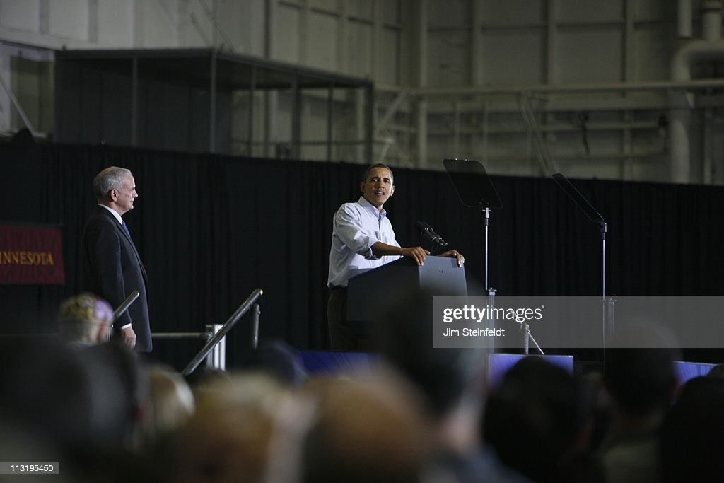 President <a gi-track='captionPersonalityLinkClicked' href=/galleries/search?phrase=Barack+Obama&family=editorial&specificpeople=203260 ng-click='$event.stopPropagation()'>Barack Obama</a> speaks at the University of Minnesota Field House in Minneapolis, Minnesota on October 23, 2010.