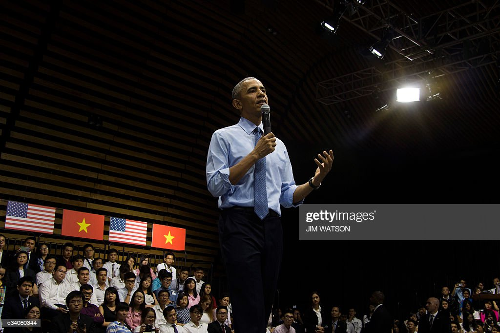 US President Barack Obama speaks at the Young Southeast Asian Leaders Initiative town hall event in Ho Chi Minh City on May 25, 2016. Obama urged communist Vietnam on May 24 to abandon authoritarianism, saying basic human rights would not jeopardise its stability, after Hanoi barred several dissidents from meeting the US leader. / AFP / JIM