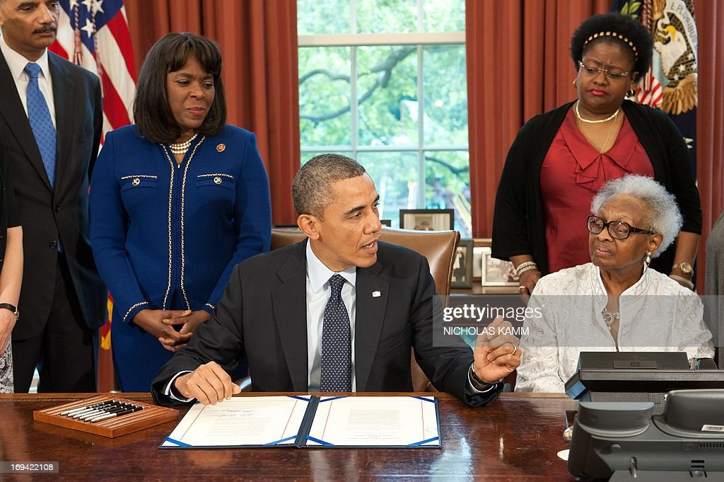 us president barack obama speaks before signing the congressional gold medal bill honoring mae collins denise mcnair carole robertson and cynthia wesley barak obama oval office golds
