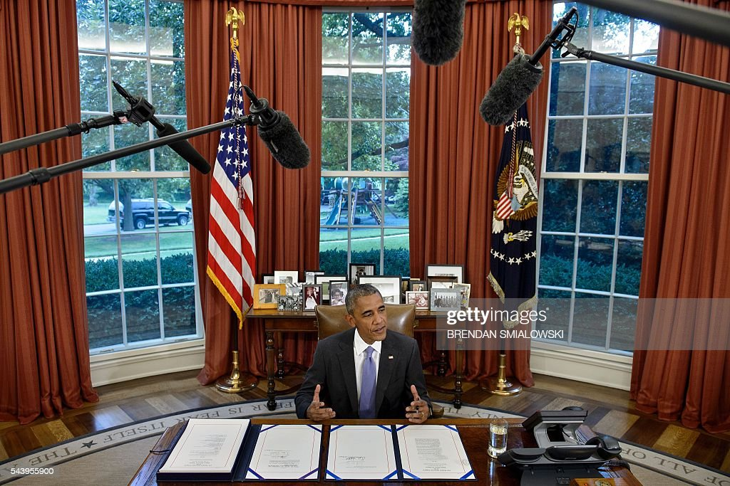 US President Barack Obama speaks before signing the Freedom of Information (FOIA) Improvement Act of 2016 and the Puerto Rico Oversight, Management, and Economic Stability Act, into law in the Oval Office of the White House on June 30, 2016 in Washington, DC. / AFP / Brendan Smialowski