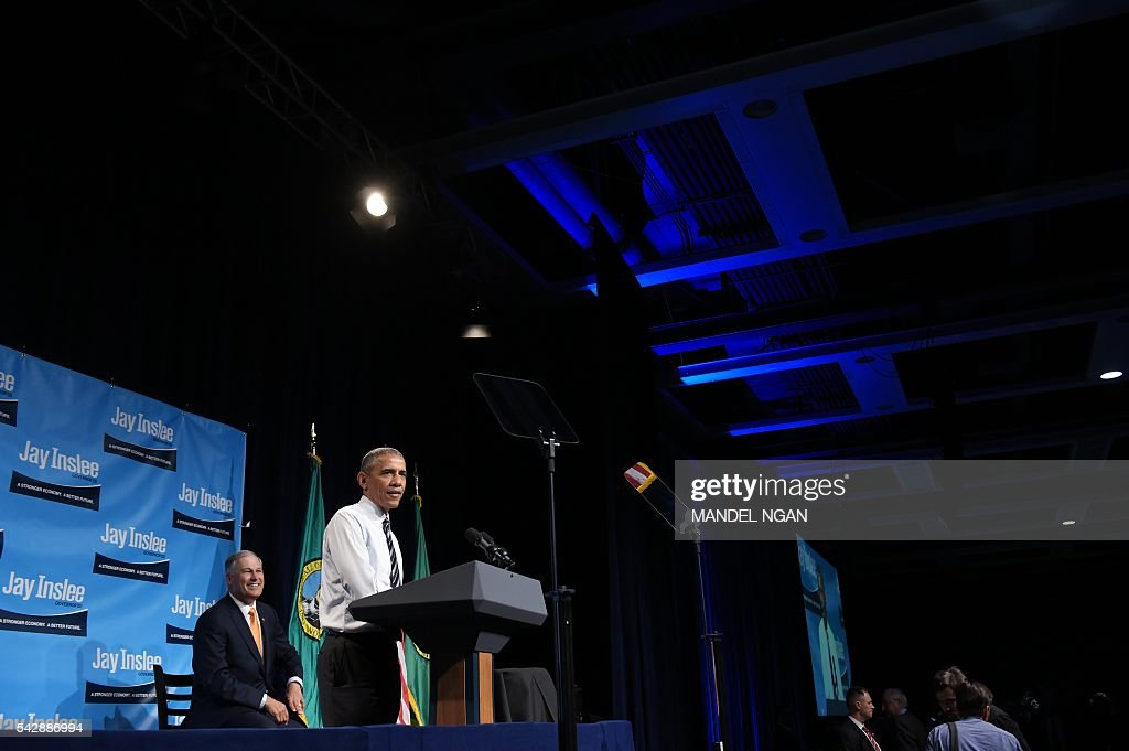 US President Barack Obama speaks during a fundraiser for Washington Governor Jay Inslee (L) at the Washington State Convention Center in Seattle, Washington on June 24, 2016. / AFP / MANDEL