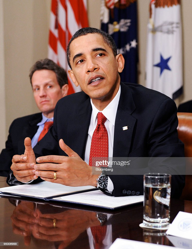 US President Barack Obama speaks during a meeting with executives of a dozen community banks and Timothy Geithner US treasury secretary left in the...