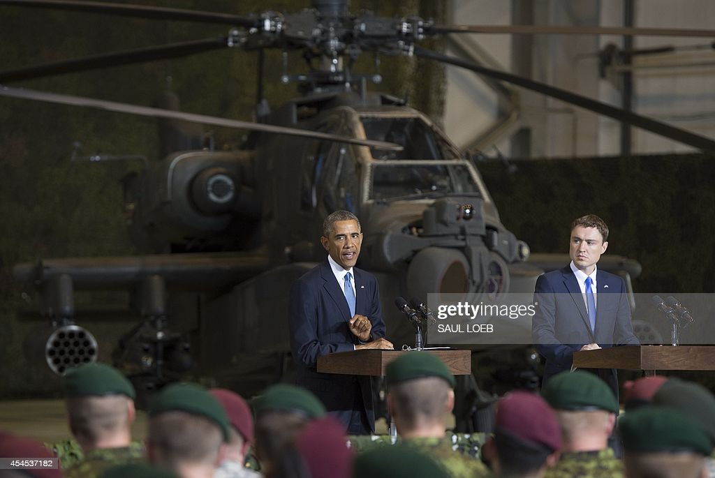 US President Barack Obama (L) speaks next to Prime Minister Taavi Roivas of Estonia to US and Estonian members of the military at a hangar at Tallinn Airport in Tallinn, Estonia, September 3, 2014.US President Barack Obama underscored Washington's commitment to the security of NATO allies, announcing additional US planes to police the skies over Europe's eastern flank bordering Russia.