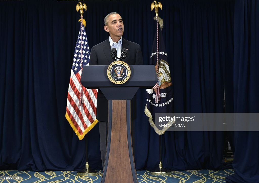 US President Barack Obama speaks on the death of Supreme Court justice Antonin Scalia in Rancho Mirage, California on February 13, 2016. Scalia, 79, died Saturday, in Texas. / AFP / MANDEL NGAN