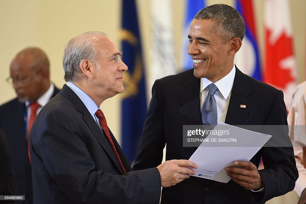 US President Barack Obama (R) speaks with OECD Secretary-General Angel Gurria (L) as they take part in a dialogue with world leaders at the G7 Summit in Shima in Mie prefecture on May 27, 2016. A British secession from the European Union in next month's referendum could have disastrous economic consequences, G7 leaders warned on May 27 at the close of the summit in Japan. / AFP / STEPHANE
