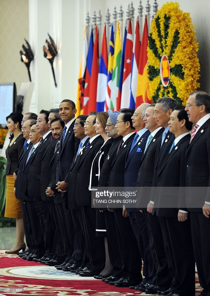 US President Barack Obama (C-L) stands with Leaders of the Association of Southeast Asian Nations (ASEAN) and leaders of Southeast Asia during a photo session at the Peace Palace in Phnom Penh on November 20, 2012. US President Barack Obama was on November 20, set to defy Beijing's protests and use a summit to raise concerns over South China Sea rows that have sent diplomatic and trade shockwaves across the region. AFP PHOTO/ TANG CHHIN SOTHY