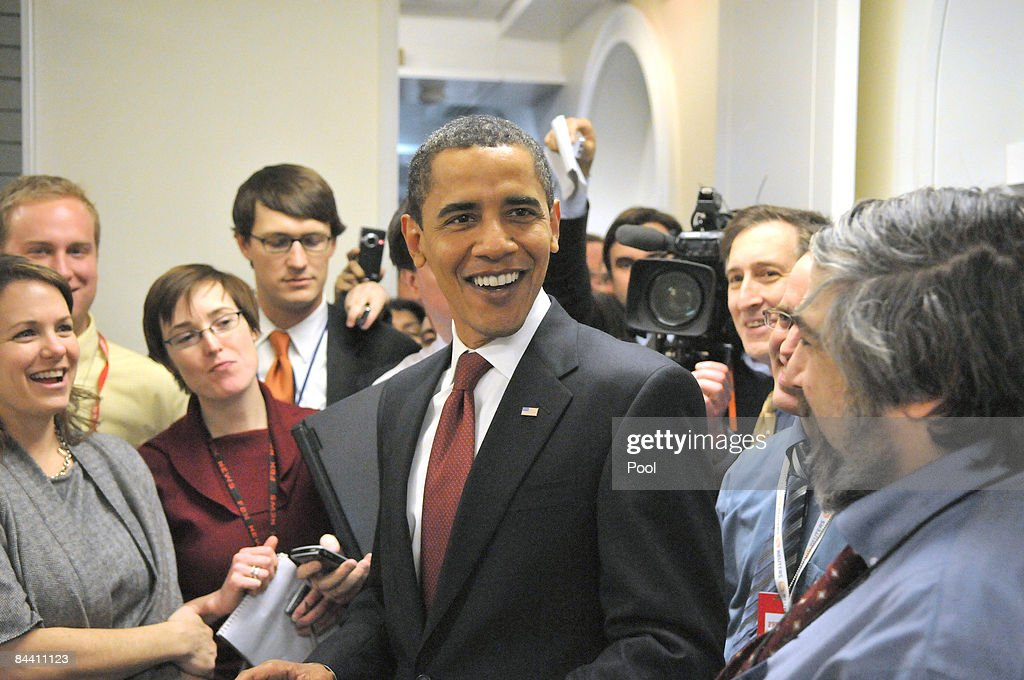 S President Barack Obama takes an impromptu tour of the White House press work area January 22 2009 in Washington DC The president made the surprise...