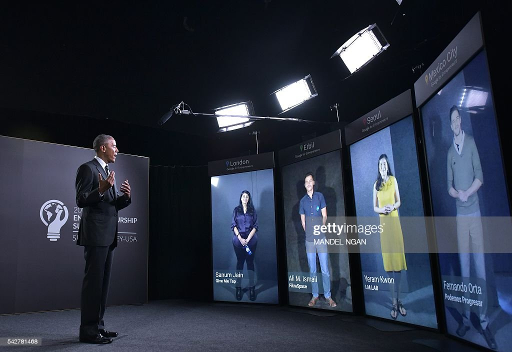 US President Barack Obama takes part in a Google Portal virtual conversation at Stanford University in Palo Alto, California on June 24, 2016. / AFP / MANDEL