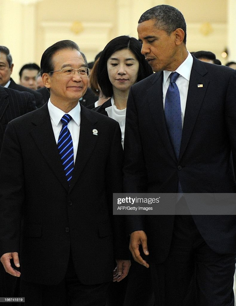US President Barack Obama (R) talks to Chinese Prime Minister Wen Jiabao (L) at the Peace Palace in Phnom Penh on November 20, 2012. Obama was on November 20, set to defy Beijing's protests and use a summit to raise concerns over South China Sea rows that have sent diplomatic and trade shockwaves across the region. AFP PHOTO/ TANG CHHIN SOTHY