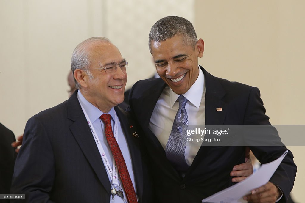 U.S. President Barack Obama (R) talks with OECD Secretary General Angel Gurria (L) during 'Outreach Session' session on May 27, 2016 in Kashikojima, Japan. In the two-day summit, the G7 leaders discussed the pressing global issues including counter-terrorism, energy policy, and sustainable development.