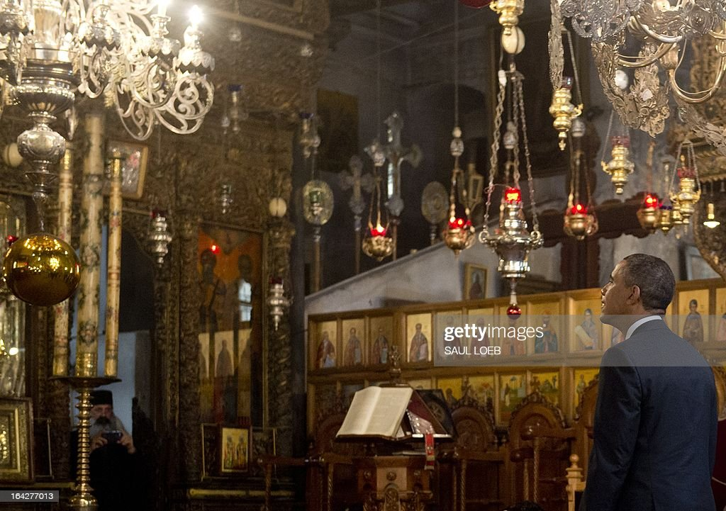 US President Barack Obama tours the Church of the Nativity, built on the site where tradition says Jesus was born, in the West Bank city of Bethlehem, on March 22, 2013, on the final day of Obama's 3-day trip to Israel and the Palestinian territories. AFP PHOTO / Saul LOEB
