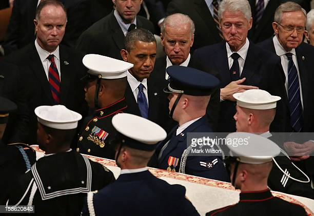 President Barack Obama Vice President Joseph Biden former US President Bill Clinton and Senate Majority Leader Sen Harry Reid watch as the casket of...