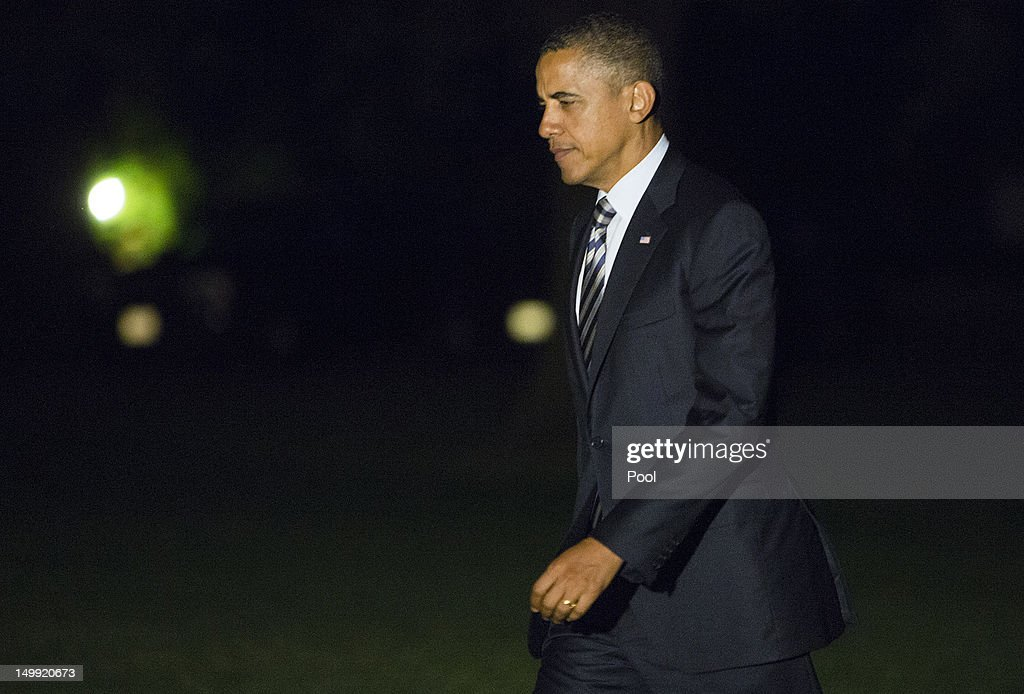 U.S. President <a gi-track='captionPersonalityLinkClicked' href=/galleries/search?phrase=Barack+Obama&family=editorial&specificpeople=203260 ng-click='$event.stopPropagation()'>Barack Obama</a> walks across the South Lawn after returning to the White House on August 6, 2012 in Washington, DC. Obama spent the day fundraising in Connecticut.
