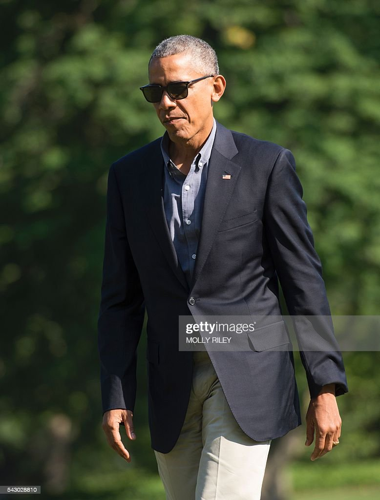 US President Barack Obama walks across the South Lawn of the White House after returning form a trip to Seattle, Wasahington, June 25, 2016, in Washington, DC. / AFP / MOLLY