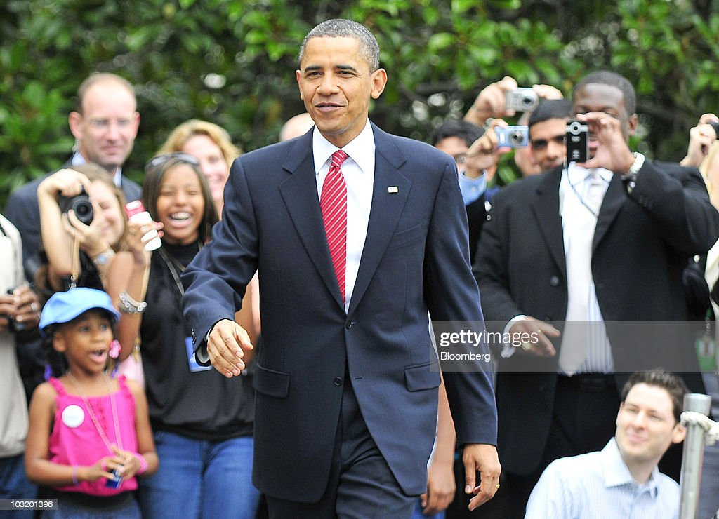 U.S. President <a gi-track='captionPersonalityLinkClicked' href=/galleries/search?phrase=Barack+Obama&family=editorial&specificpeople=203260 ng-click='$event.stopPropagation()'>Barack Obama</a> walks away from visitors as he departs the South Lawn of the White House in Washington, D.C., U.S., on Monday, Aug. 3, 2010. President Obama told an organization of disabled veterans today that the end of the U.S. combat mission in Iraq this month won't mean an end to the fighting there. Photographer: Ron Sachs/Pool via Bloomberg