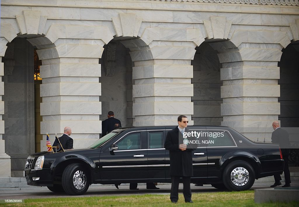 US President Barack Obama (2nd L) walks from his limousine into the US Capitol on March 13, 2013 in Washington, DC. Obama is traveling up to Capitol Hill to meet with the House Republican Conference. AFP PHOTO/Mandel NGAN