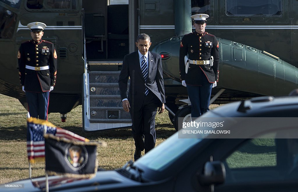 US President Barack Obama walks from Marine One to a motorcade at the US Naval Academy February 6, 2013 in Annapolis, Maryland. Obama traveled to Annapolis to attend the Senate Democratic Issues Conference. AFP PHOTO/Brendan SMIALOWSKI