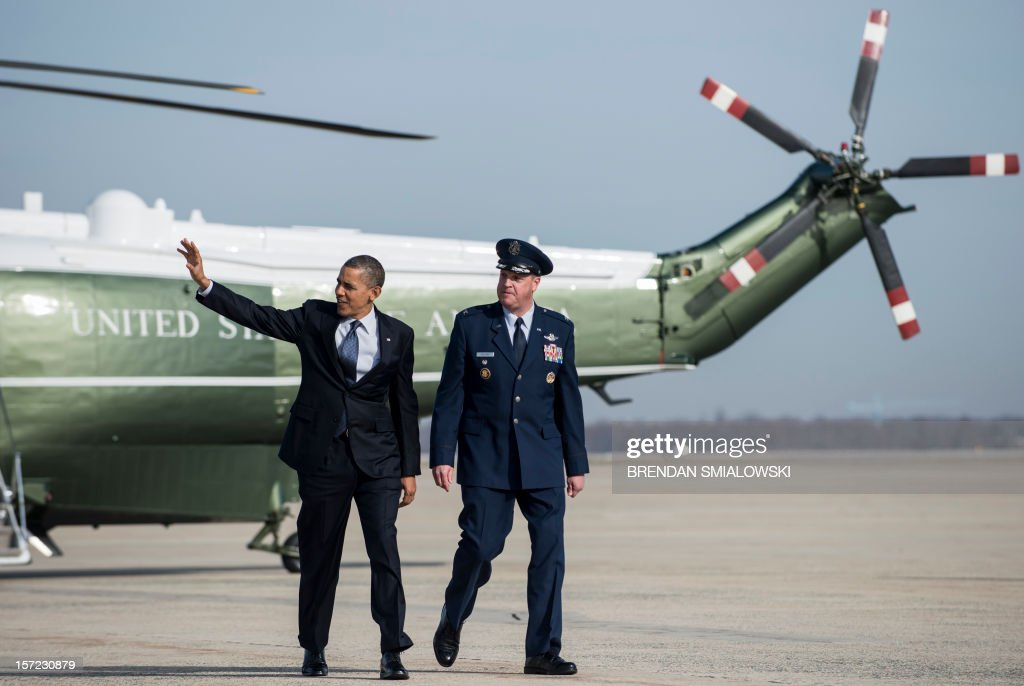 US President Barack Obama walks from Marine One to Air Force One at Andrews Air Force Base November 30, 2012 in Maryland. Obama is traveling to Pennsylvania for the day to visit a manufacturing plant and talk about the economy. AFP PHOTO/Brendan SMIALOWSKI