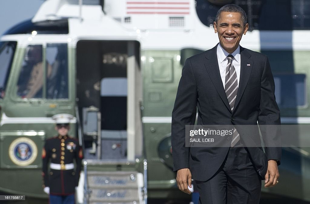 US President Barack Obama walks from Marine One to Air Force One prior to departure from Andrews Air Force Base in Maryland on February 15, 2013. Obama is traveling to Chicago to speak about the economy, before continuing to Florida for the weekend. AFP PHOTO / Saul LOEB
