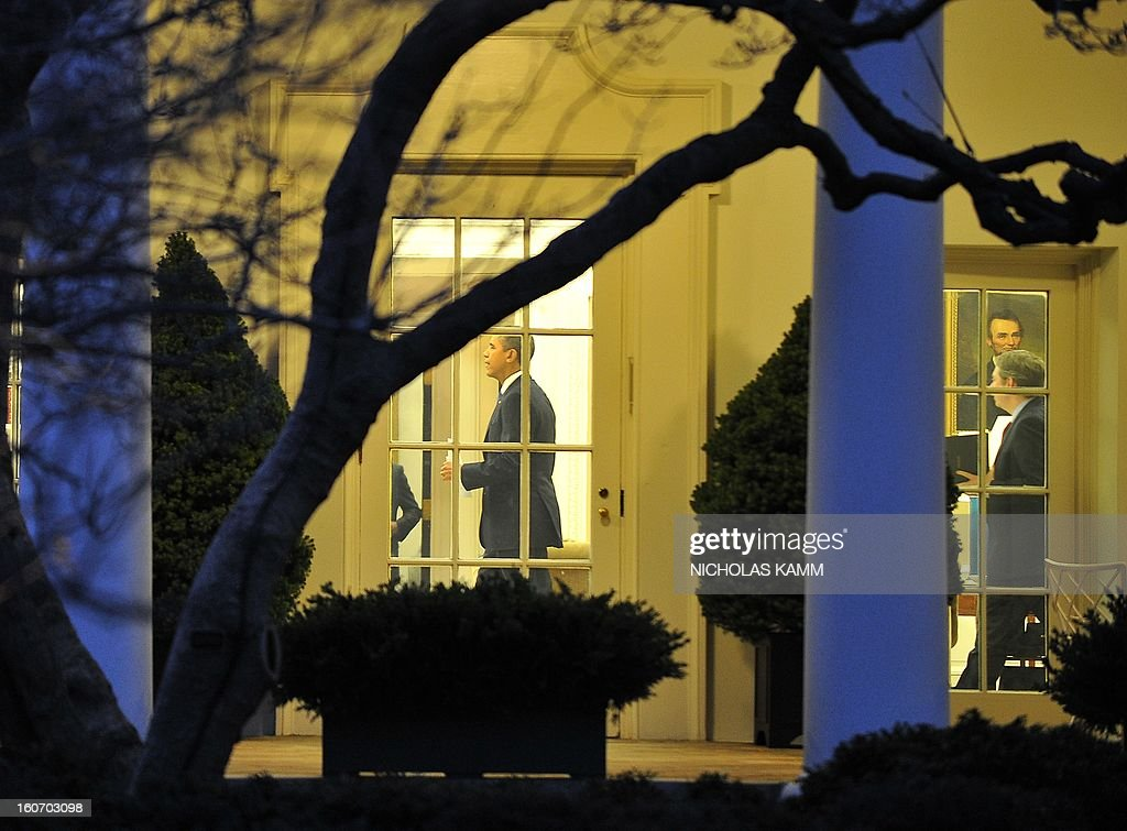 US President Barack Obama walks in the Oval Office after his return to the White House in Washington on February 4, 2013. Obama travels to Minneapolis to tout his gun control proposals. AFP PHOTO/Nicholas KAMM