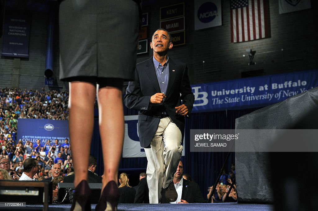 US President Barack Obama walks on the stage to speak on education at University of Buffalo, the State University of New York, on August 22, 2013 in Buffalo, New York. Obama is on a two-day bus tour through New York and Pennsylvania to discuss his plan to make college more affordable, tackle rising costs, and improve value for students and their families. AFP Photo/Jewel Samad