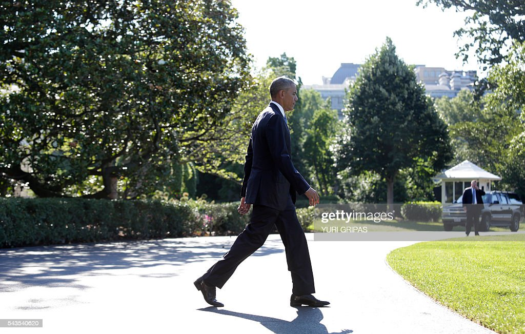 US President Barack Obama walks out from the White House in Washington,DC before his departure for the North American Leaders Summit in Ottawa on June 29, 2016. / AFP / YURI