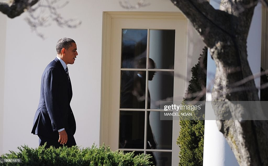 US President Barack Obama walks through the Colonnade to the Oval office upon return to the White House on February 6, 2013 in Washington, DC. Obama returned from Annapolis, Maryland where he attended the Senate Democratic Issues Conference. AFP PHOTO/Mandel NGAN