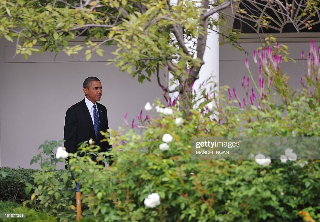 US President Barack Obama walks through the Colonnade to the residence before boarding Marine One on the South Lawn of the White House on September 23, 2013 in Washington, DC. Obama was headed to New York City to attend the United Nations General Assembly. AFP PHOTO/Mandel NGAN