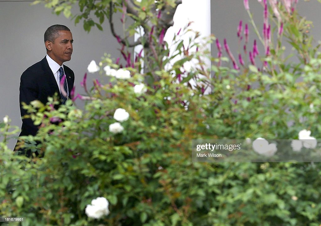 U.S. President <a gi-track='captionPersonalityLinkClicked' href=/galleries/search?phrase=Barack+Obama&family=editorial&specificpeople=203260 ng-click='$event.stopPropagation()'>Barack Obama</a> walks to Marine One before departing the White House, September 23, 2013 in Washington, DC. President Obama is traveling to New York to speak a the United Nations General Assembly.