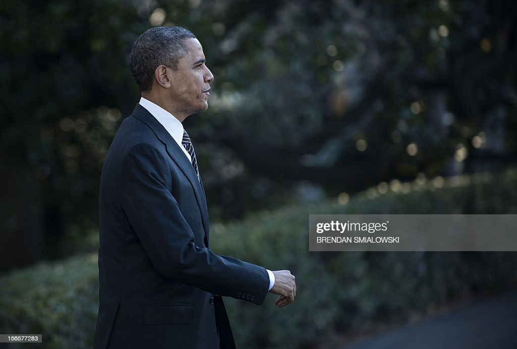 US President Barack Obama walks to Marine One on the South Lawn of the White House on November 17, 2012 in Washington. Obama is traveling to southeast Asia to visit Thailand, Myanmar and Cambodia. AFP PHOTO/Brendan SMIALOWSKI