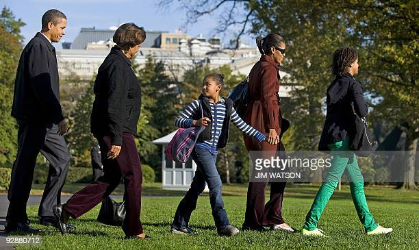 US President Barack Obama walks to Marine One with his motherinlaw Marian Robinson daughters Sasha and Malia and First Lady Michelle Obama as they...