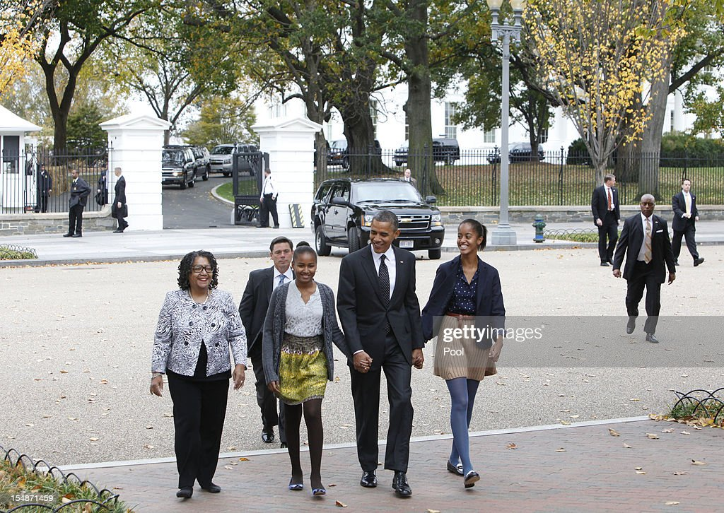 President <a gi-track='captionPersonalityLinkClicked' href=/galleries/search?phrase=Barack+Obama&family=editorial&specificpeople=203260 ng-click='$event.stopPropagation()'>Barack Obama</a> walks to St. John's Episcopal Church with his daughters Sasha (2nd L), Malia (R) and their godmother Kaye Wilson on October 28, 2012 in Washington, D.C.