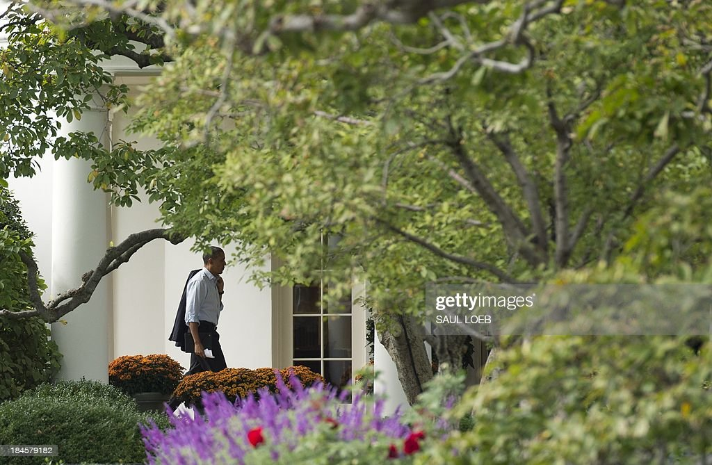 US President Barack Obama walks to the Oval Office of the White House after visiting Martha's Table in Washington, DC, October 14, 2013, as the crisis over a US government shutdown and debt ceiling standoff continues into the third week of the shutdown. Obama was to meet Republican and Democratic congressional leaders Monday at the White House, stepping up efforts to reach a deal to head off a historic debt default. Obama will hold the meeting at 1900 GMT and make clear 'the need for Congress to act to pay our bills,' a White House official said on condition of anonymity. With just three days before the US Treasury exhausts its borrowing authority, and the government entering its third week of a crippling shutdown, lawmakers have scrambled to work out a deal that would resolve both crises. AFP PHOTO / Saul LOEB