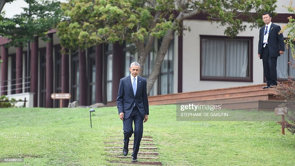 US President Barack Obama (C) walks toward waiting leaders as they gather for the 'family photo' with 'Outreach Partners' and world leaders at the G7 Summit in Shima on May 27, 2016. A British secession from the European Union in next month's referendum could have disastrous economic consequences, G7 leaders warned on May 27 at the close of the summit in Japan. / AFP / STEPHANE