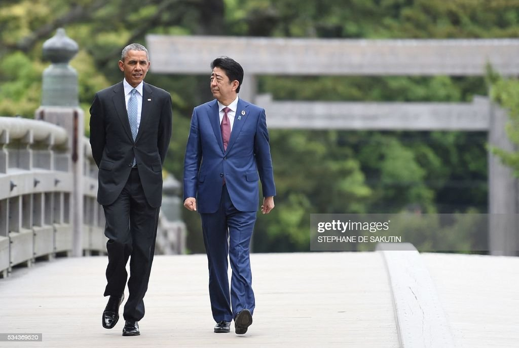 US President Barack Obama (L) walks with Japan's Prime Minister Shinzo Abe (R) as they arrive at Ise-Jingu Shrine in the city of Ise in Mie prefecture, on May 26, 2016, on the first day of the G7 leaders summit. World leaders kick off two days of G7 talks in Japan on May 26 with the creaky global economy, terrorism, refugees, China's controversial maritime claims, and a possible Brexit headlining their packed agenda. / AFP / STEPHANE