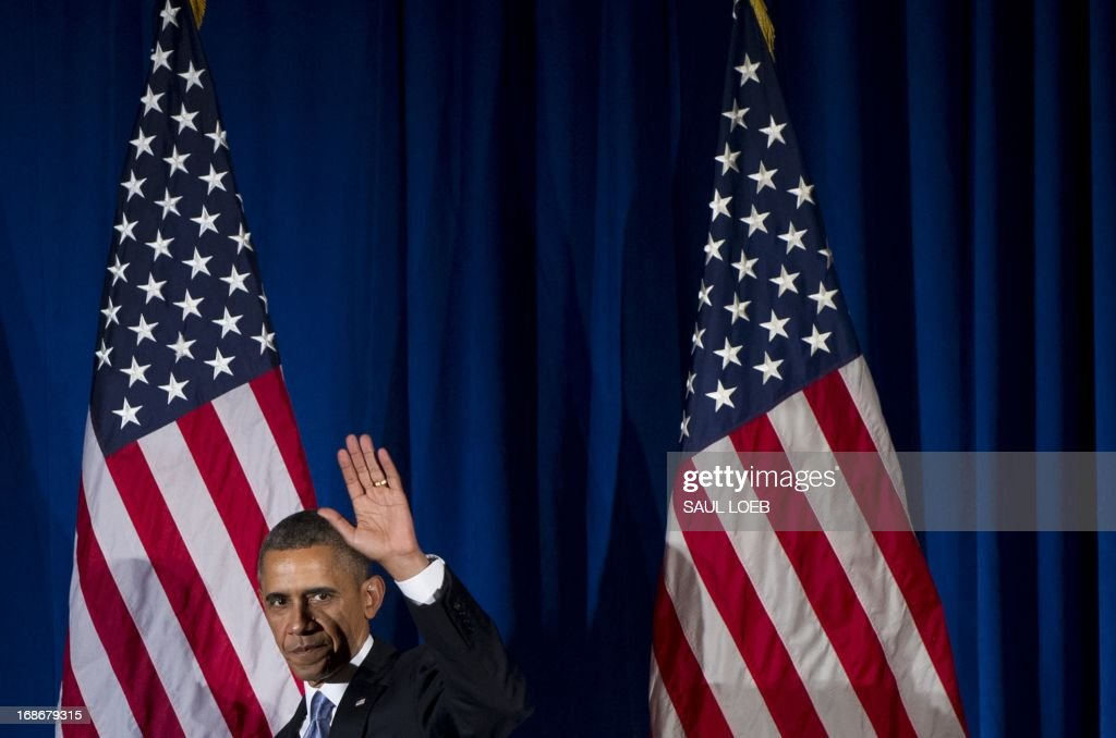 US President Barack Obama waves after speaking at a Democratic fundraiser in New York City, May 13, 2013. AFP PHOTO / Saul LOEB