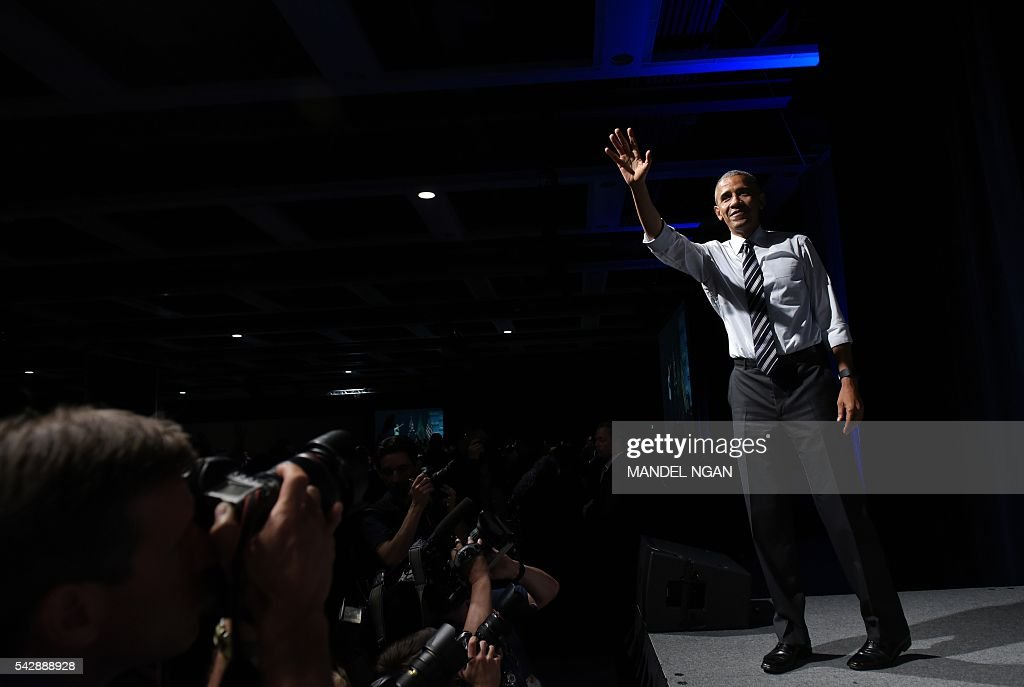 US President Barack Obama waves after speaking at a fundraiser for Washington Governor Jay Inslee at the Washington State Convention Center in Seattle, Washington on June 24, 2016. / AFP / MANDEL