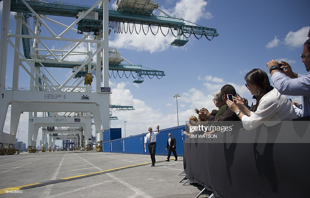 US President Barack Obama waves as he arrives to deliver remarks from the wharf near the PortMiami tunnel project in Miami, Florida on March 29, 2013. AFP PHOTO/Jim WATSON