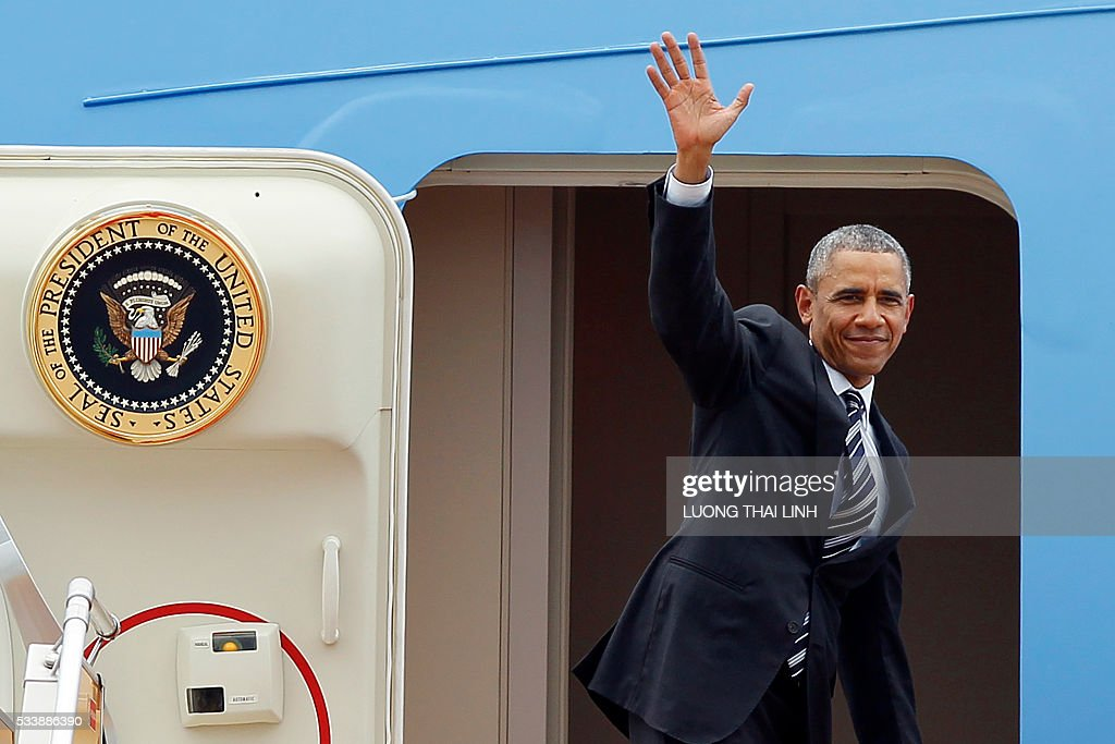 US President Barack Obama waves as he boards Air Force One upon his departure from Noi Bai international airport in Hanoi on May 24, 2016, headed for Ho Chi Minh City in the south. US President Barack Obama told communist Vietnam on May 24 that basic human rights would not jeopardise its stability, in an impassioned appeal for the one-party state to abandon authoritarianism. / AFP / POOL / LUONG
