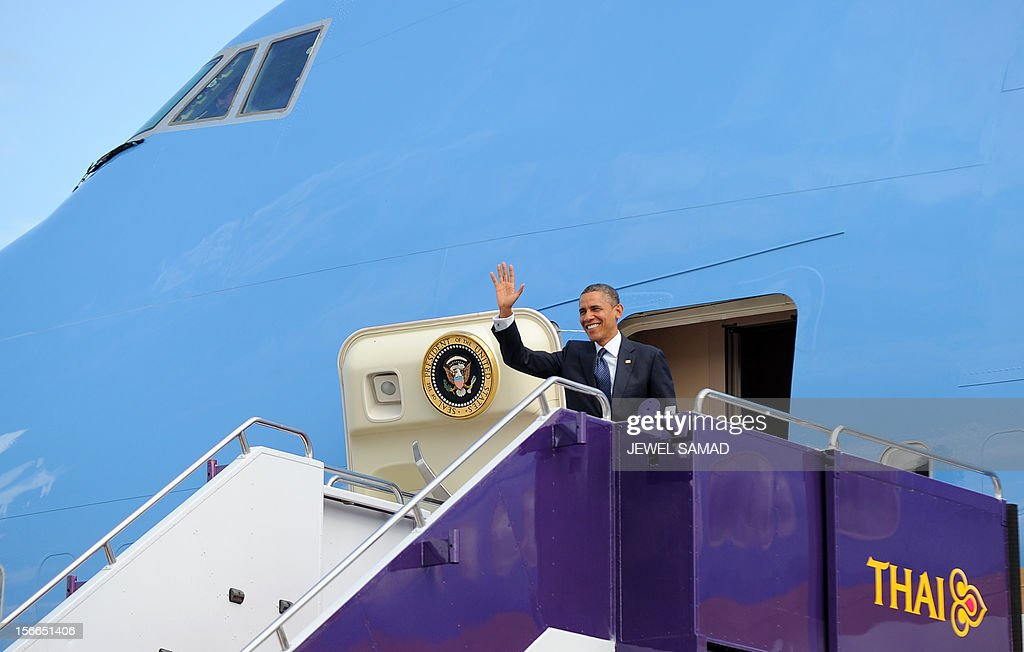 US President Barack Obama waves as he disembarks from Air Force One at the Don Mueang International Airport in Bangkok on November 18, 2012. Obama arrived in Bangkok on November 18 to start a three-nation tour of Southeast Asia which will include a historic visit to Myanmar. AFP PHOTO/Jewel Samad