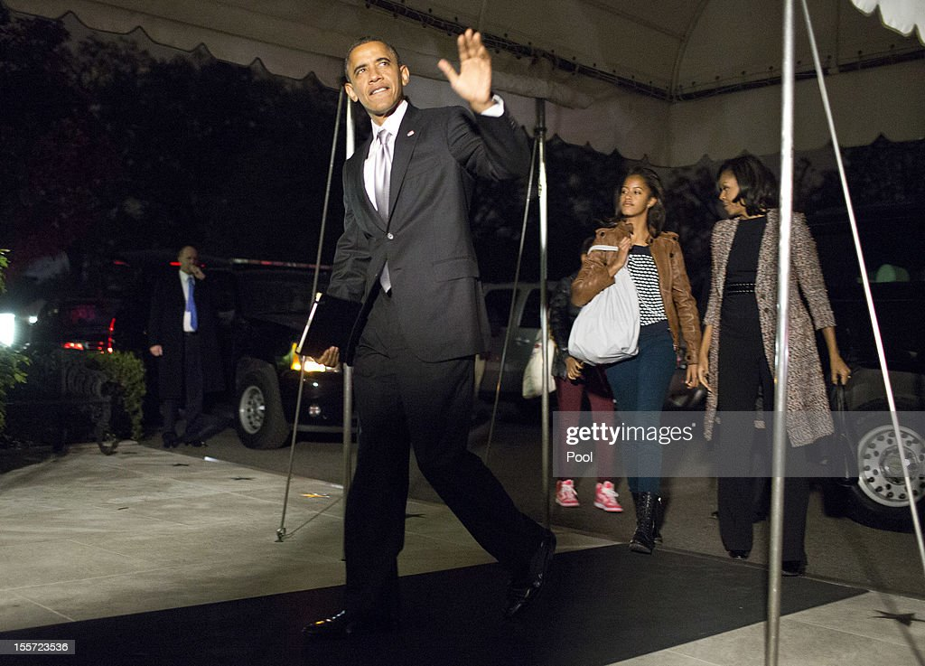 U.S. President <a gi-track='captionPersonalityLinkClicked' href=/galleries/search?phrase=Barack+Obama&family=editorial&specificpeople=203260 ng-click='$event.stopPropagation()'>Barack Obama</a> waves as he returns to the White House after winning reelection, on November 7, 2012 in Washington, DC. With 303 electoral votes, President Obama claimed a clear victory over Republican presidential candidate, former Massachusetts Governor Mitt Romney.