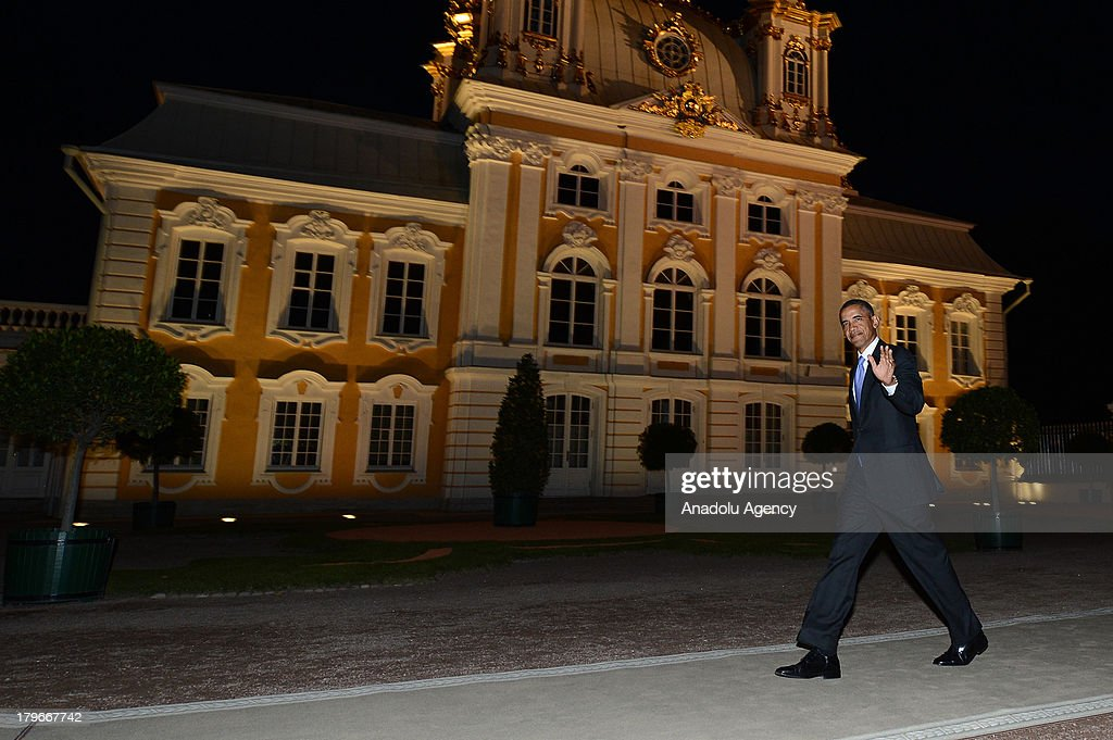 U.S. President Barack Obama waves as he walks alone for the dinner with other G-20 leaders at Peterhof Palace in Saint Petersburg, Russia on Thursday, September 5, 2013. World leaders are expected to discuss Syria at the dinner. The G20 summit begins on September 5, 2013 in Strelna town of Saint Petersburg under Russian Presidency.