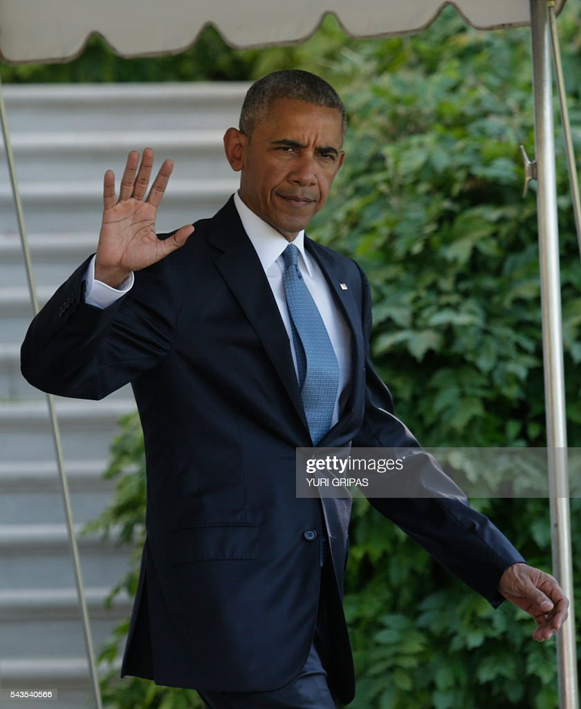 US President Barack Obama waves as walks out from the White House in Washington,DC before his departure for the North American Leaders Summit in Ottawa on June 29, 2016. / AFP / YURI