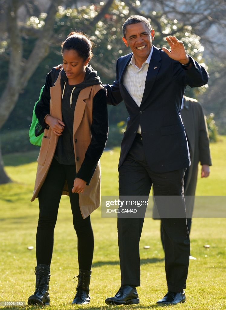 US President Barack Obama waves as he walks with his daughter Malia upon their return at the White House in Washington, DC, on January 6, 2013. Obama and his family returned in Washington, DC, from Hawaii where they had spent a Christmas vacation. AFP PHOTO/Jewel Samad