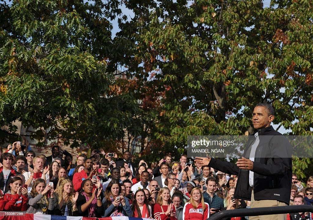 US President Barack Obama waves at a campaign rally October 4, 2012 at the University of Wisconsin-Madison in Madison, Wisconsin. Obama returned to the campaign trail after taking part in the first presidential debate on October 3, 2012 in Denver. AFP PHOTO/Mandel NGAN