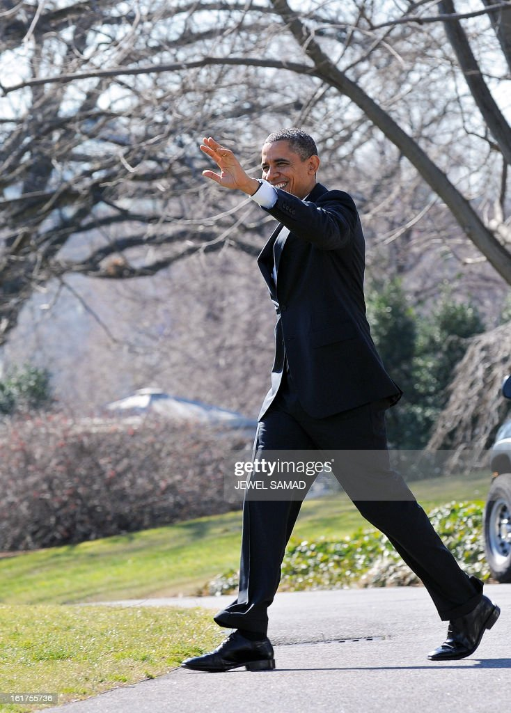 US President Barack Obama waves before boarding Marine One helicopter as he leaves the White House in Washington on February 15, 2013. Obama travels to Chicago to give a speech on the economy. AFP PHOTO/Jewel Samad