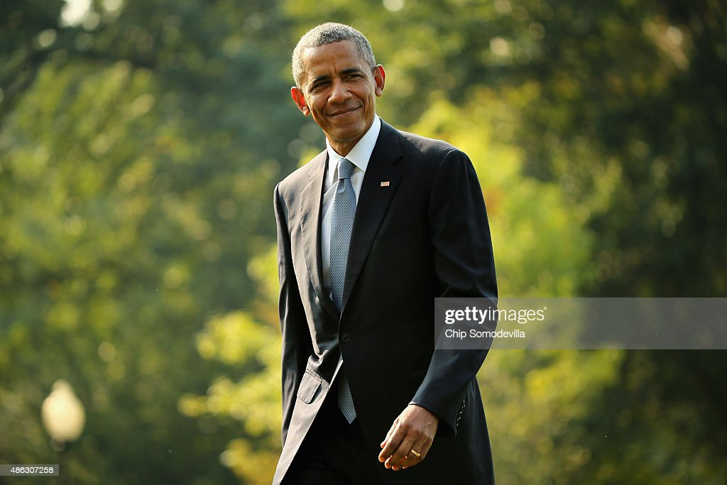 U.S. President <a gi-track='captionPersonalityLinkClicked' href=/galleries/search?phrase=Barack+Obama&family=editorial&specificpeople=203260 ng-click='$event.stopPropagation()'>Barack Obama</a> waves to reporters after returning to the White House on board Marine One September 3, 2015 in Washington, DC. Obama spent three days in Alaska this week where he became the first sitting president to go to the Arctic Circle.